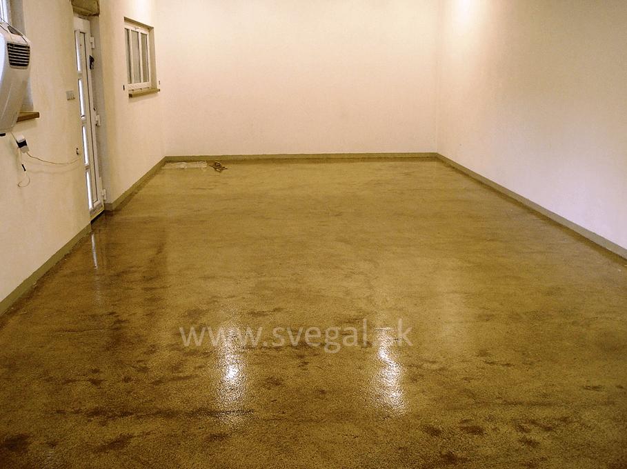 Podfarbená epoxidová penetrácia CH-S EPOXY 474 s presypom kremičitým pieskom.
