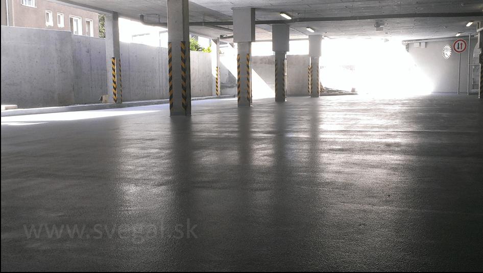 Parkovacia plocha podzemnej garáže povrchovo upravená epoxidovým náterom v protišmykovom prevedení.