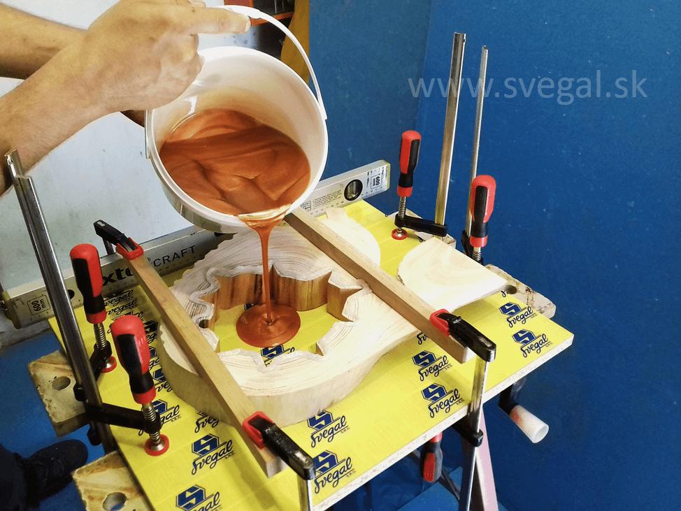 odlievanie s metalickým pigmentom