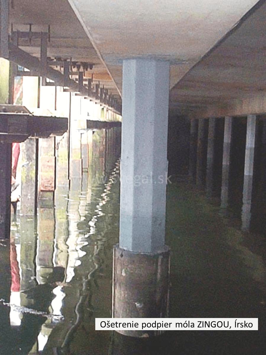 Použitie Zingy na ošetrenie stľpov kotvených v morskej vode. Antikorózna ochrana galvanizáciou za studena.