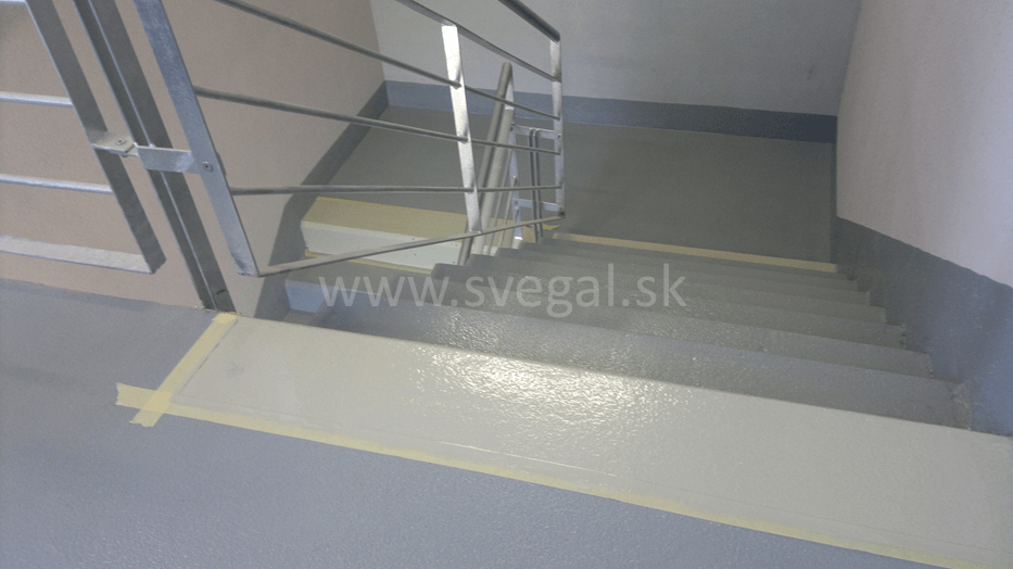 Náter schodištia náterom Sadurit Z1