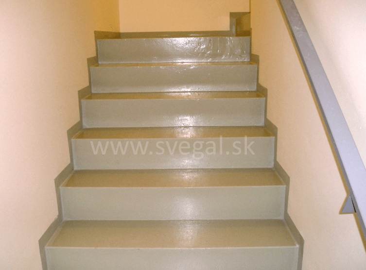 Náter schodov náterom Sadurit Z1