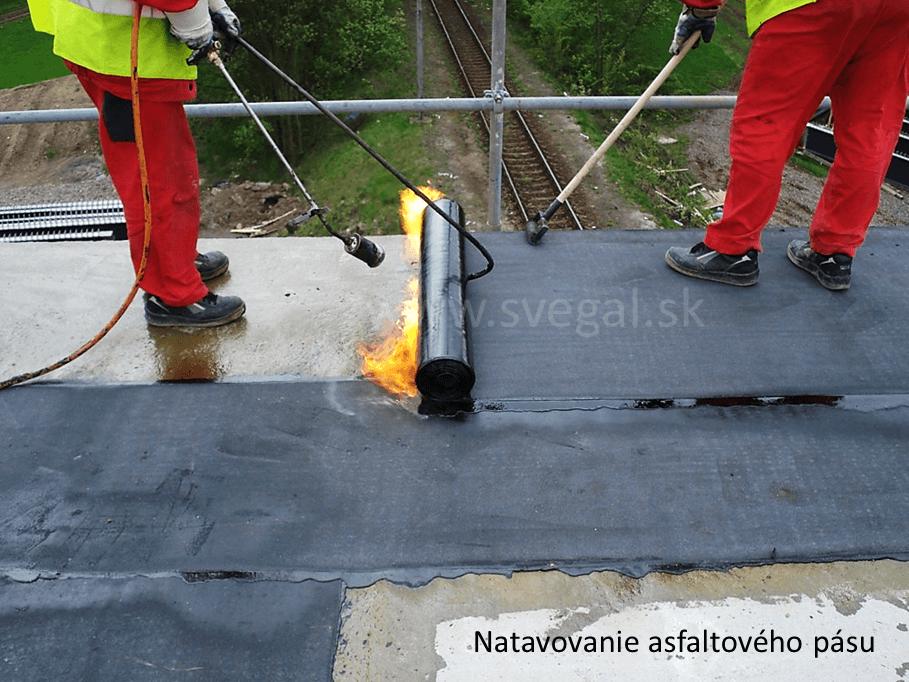 Natavovanie asfaltového pásu na pečatiacu vrstvu Sadurit 474 Primer.
