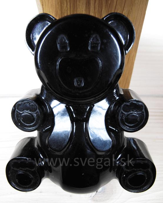 Pigmentovaný odliatok zalievacia živica Art resin UV + pigmentový roztok čierny.