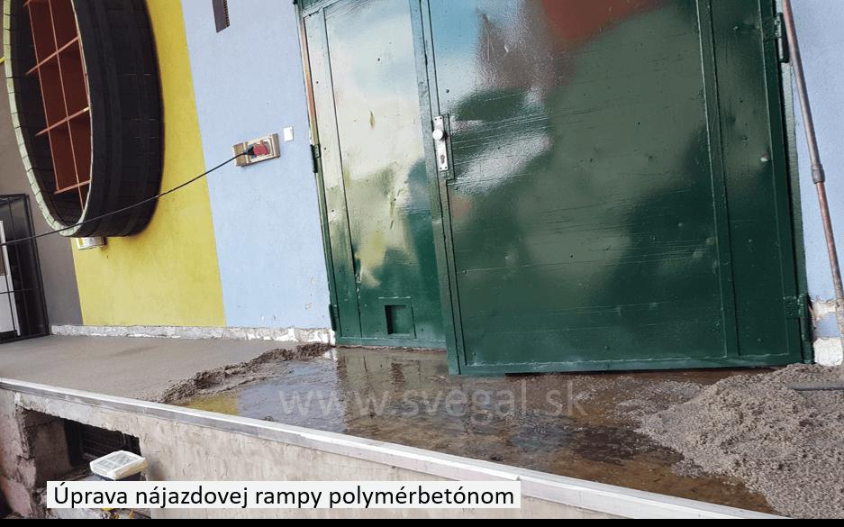 Úprava nájazdovej rampy vysokopevnostným plastbetónom. Použitý epoxidový systém CHS-EPOXY 455 s tužidlom P11 a sušeným kremičitým pieskom.