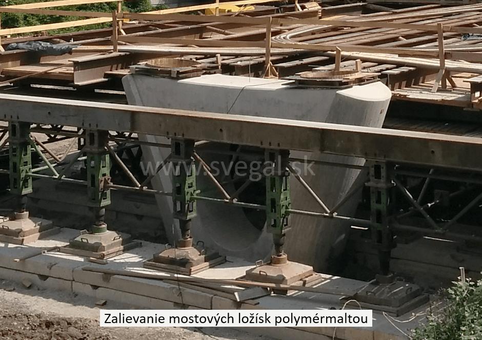 Zalievanie, podlievanie mostných ložísk plastmaltou. Zloženie CHS-EPOXY 455 s tužidlom P11 a vhodnými frakciami kremičitého piesku.