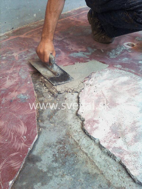 Plastobetón - kombinácia epoxidovej živice 517 a kremičitého piesku. Výnimočné mechanické vlastnosti.