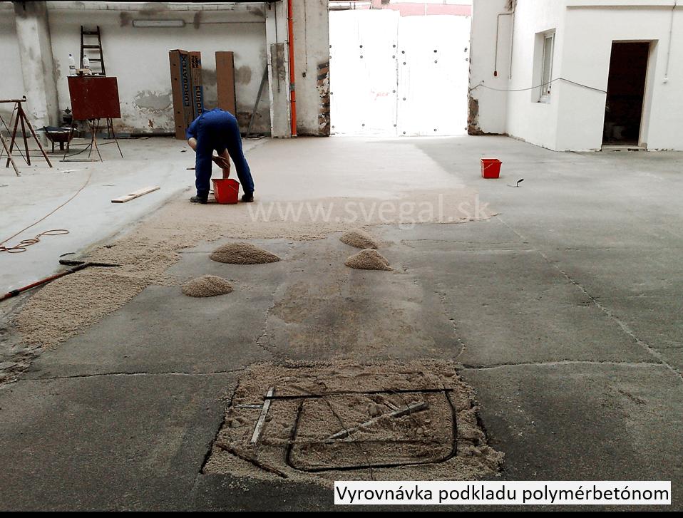 Pevnostná vyrovnávka betónovej plochy polymérbetónom. Použitý systém CHS-EPOXY 517 s tužidlom Telalit 0492 a vhodným kremenným pieskom.