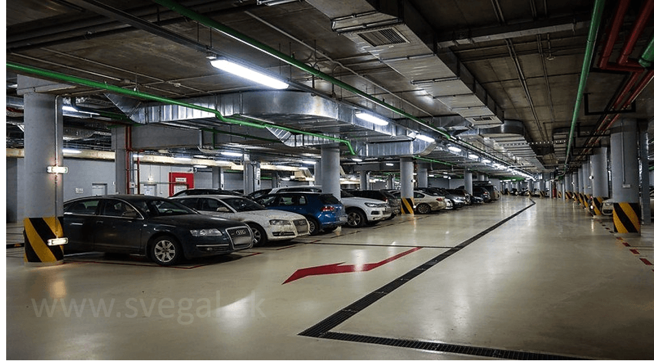 Povrchová úprava betónových plôch vo veľkokapacitnej garáži. Použitá epoxidová liata podlaha Epostyl 521-01. Výborné mechanické vlastnosti a chemické odolnosti aj voči ropným produktom.