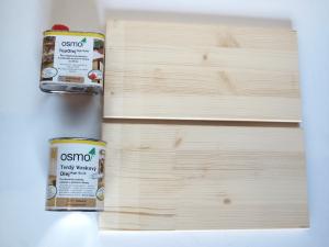 OSMO tvrdý voskový olej a OSMO top olej vzorky na smrekovom dreve.