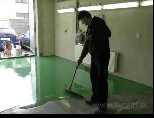 liata epoxidová podlaha - zapracovanie