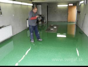 liata epoxidová podlaha - čipsovanie